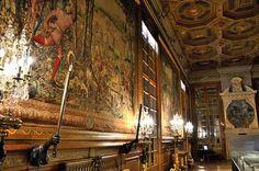 Château de Chantilly - Musée Condé - Grands Appartements - Galerie des Cerfs, via Flickr.