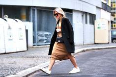 Asos Strickkleid mit Chanel Boy Tasche schwarz