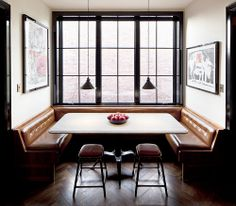 Own Entity of New York created this cozy dining nook; banquette seating that ensures there's always room to squeeze in one more guest. Restaurant Booth Seating, Dining Booth, Dining Area, Dinning Nook, Kitchen Booths, Booth Seating In Kitchen, Decor Inspiration, Cuisines Design, Interiores Design