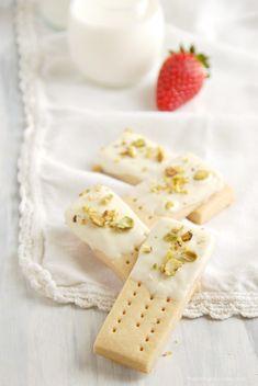 white chocolate pistachio shortbread