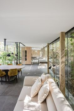 The table and chairs! A Portuguese Glass House Uses Surrounding Foliage as a Privacy Screen - Photo 8 of 15 - A neutral palette for furniture keeps the interior feeling light and sun-drenched. Interior Architecture, Interior And Exterior, Sustainable Architecture, Contemporary Architecture, Contemporary Houses, Glass House Design, Modern Glass House, Appartement Design, Interior Design Inspiration