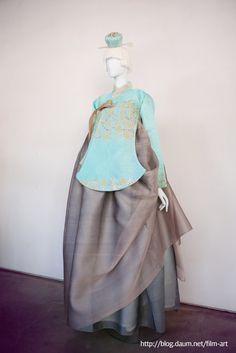 Korean Clothes A Booming Market Korean Traditional Dress, Traditional Fashion, Traditional Dresses, Korean Fashion Trends, Asian Fashion, Unique Fashion, Korean Dress, Korean Outfits, Korean Clothes