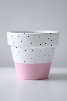 Pastel Pink White And Black Polka-Dot Plant Pot x Indoor Or Outdoor Use Pastellrosa-weiße Terracotta Plant Pots, Painted Plant Pots, Painted Flower Pots, Painted Pebbles, Hand Painted, Decorated Flower Pots, Flower Pot Design, Pot Plante, Clay Pot Crafts