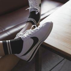 Vans Shoes Outfit, Socks Outfit, Shoes Heels, Nike Cortez Black, Nike Classic Cortez, Trendy Shoes, Cute Shoes, Me Too Shoes, Zapatillas Nike Huarache