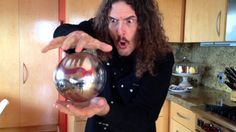 The Mysterious Floating Orb Lol. We love ya Weird Al…. you silly fool you. You got us with your mysterious floating orb…. Pipe Bueno, Easy Magic Tricks, Funny Photoshop, Joke Of The Day, The Magicians, Best Funny Pictures, Comedians, Illusions, Christmas Bulbs