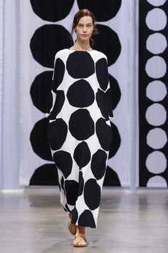 Marimekko Ready To Wear Spring Summer 2016 Paris Dots Fashion, Runway Fashion, Fashion Design, Live Fashion, Fashion Show, 2016 Trends, Marimekko, Spring Summer 2016, Minimal Fashion