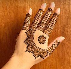 Circle Mehndi Designs, Finger Mehendi Designs, Pretty Henna Designs, Mehndi Designs For Kids, Back Hand Mehndi Designs, Latest Bridal Mehndi Designs, Mehndi Designs 2018, Mehndi Designs Book, Unique Mehndi Designs