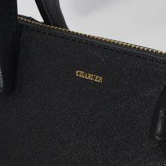 【CHARUER(シャルエ)】 丸みを帯びた可愛らしいシルエットのトートバッグ。 上品さ漂うデザインは、どんなスタイルにもマッチ。  ベーシックな色使いで合わせる服を選ばず、 便利にお使いいただけます。 http://www.hecrou-online-store.com/?pid=99303711
