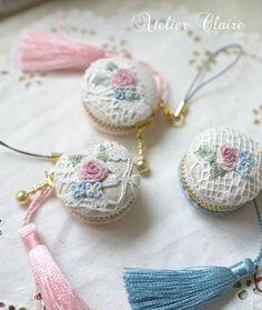 暮らしを彩る刺繍とカルトナージュ : 東京・自由が丘 井上ちぐさの刺繍&カルトナージュ教室 Atelier Claire(アトリエクレア) Ribbon Embroidery, Cross Stitch Embroidery, Embroidery Patterns, Crochet Quilt, Brazilian Embroidery, Sewing Art, Quilt Stitching, Bead Art, Pin Cushions