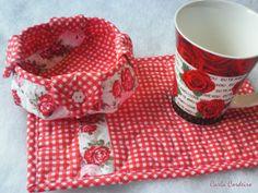Conjunto rosas.  mug rug -  17 x 25  cms cestinha - diâmetro: 12 cms (base: 22 cms)