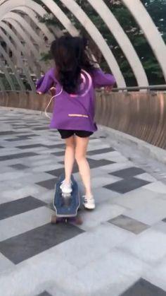 Beginner Skateboard, Skateboard Videos, Penny Skateboard, Skateboard Girl, Longboard Design, Skateboard Design, Complete Skateboards, Cool Skateboards, Skater Girl Outfits