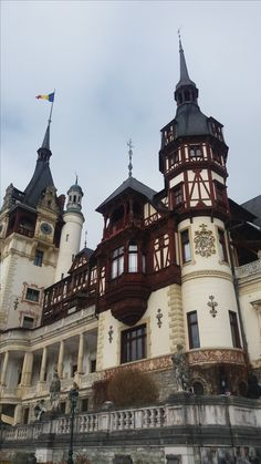 Peles castle in Sinaia, Romania Peles Castle, Romania, Places Ive Been, Mansions, Country, House Styles, World, City, Pictures