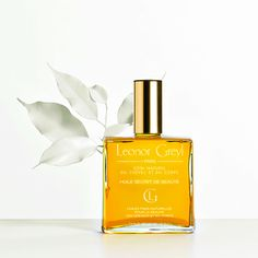 With its delicate perfume of lemon grass, tiare and yucca, this composition of natural vegetable oils makes this multi-purpose product a source of beauty for hair and body. Convenient to use, it protects and restores skin quality, beautifies and strengthens the hair all year. Quickly absorbed, Huile Secret de Beauté leaves the hair silky and [...]
