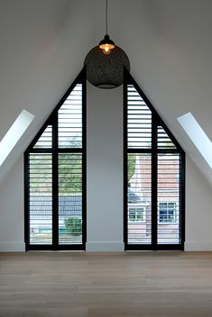 Dark wooden shutters as an accent in a light room. Rural modern villa Dark wooden shutters as an acc Home Deco, Interior Architecture, Interior And Exterior, Deco Design, Interior Lighting, Home Fashion, Home Accents, Villas, My Dream Home