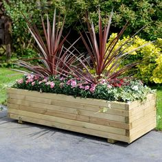 Beautiful Outdoor Summer Planter To Beautify Your Garden 03 Large Wooden Planters, Wooden Patios, Rustic Planters, Rectangular Planters, Patio Planters, Planter Garden, Large Outdoor Planters, Garden Plants, Vegetable Planters