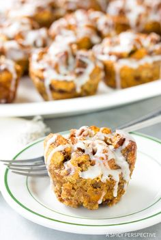 Cinnamon Roll Bread Pudding Muffins Recipe - A great way to repurpose leftovers into some wonderful! This simple bread pudding recipe is divine Cinnamon Roll Bread Pudding, Cinnamon Rolls, Cinnabon, Muffin Recipes, Breakfast Recipes, Easy Delicious Recipes, Easy Recipes, No Bake Desserts, Baking Desserts