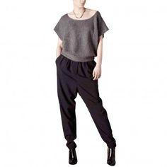 FINE BIRDS - Lockere schwarze Stoffhose Karotte von L'Herbe Rouge Elegant, Sweatpants, Fashion, Grasses, Red, Sporty Chic, Black Cropped Trousers, Carrots, Trousers