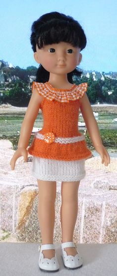 Je vous offre aujourd'ui le tuto du haut que porte Capucine. C'est ICI. La jupe est un modèle Stickatillbarbie. ...