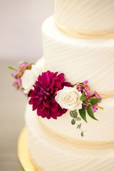 High School Sweethearts' Wedding at The Ivory Oak in Texas Fresh Flower Cake, Wedding Cakes With Flowers, Cool Wedding Cakes, Wedding Cake Toppers, Burgundy Wedding Colors, Burgundy Flowers, Romantic Desserts, Wedding Crashers, High School Sweethearts