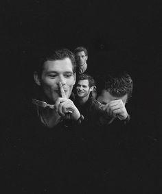 as Klaus. One of my favorite episodes. Joseph Morgan, Vampire Diaries Cast, Vampire Diaries The Originals, Klaus The Originals, The Mikaelsons, Stefan And Caroline, Vampire Diaries Wallpaper, Vampier Diaries, English Gentleman