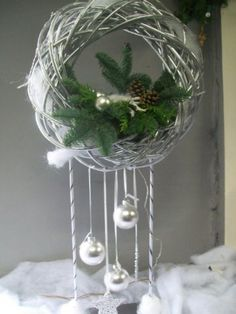 Welcome About Me Flower Arranging Workshops Bridal bouquet and mourning Children's Agenda Contact: Christmas Arrangements, Christmas Centerpieces, Xmas Decorations, Flower Arrangements, Christmas Door, All Things Christmas, Christmas Time, Christmas Ornaments, Hanging Ornaments
