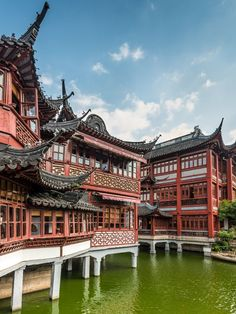 10 Free Things to Do in Shanghai: The Garden of Happiness at Yuyuan Gardens © vale_t / Getty