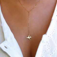 Take off to your dream destination with our airplane lariat necklace. It is simply and delicately designed to show off your love of travel and wanderlust nature