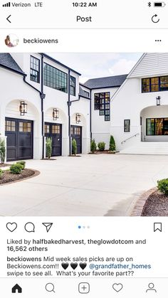 Trendy farmhouse exterior stucco garage doors Ideas – Home decoration ideas and garde ideas Garage Exterior, Exterior Paint, Exterior Design, Modern Farmhouse Exterior, Farmhouse Style, Metal Garage Doors, Garage Door Design, Porches, Exterior Lighting