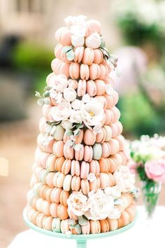 Wedding Cake Fresh Flowers-All You Need To Know - My Savvy Wedding Decor Macaroon Wedding Cakes, Macaroons Wedding, Macaroon Cake, Summer Wedding Cakes, Wedding Cake Photos, Wedding Cake Rustic, French Wedding Cakes, Wedding Favors, Wedding Reception