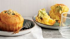 Çay saatlerinizde severek yiyebileceğiniz lezzetli bir peynirli muffin tarifi...