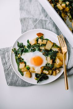 Fried Egg, Collard Green, and Potato Hash on Mash & Spread. Fried Egg, Collard Green, and Potato Hash on Mash & Spread. Breakfast Photography, Food Photography, Brunch Recipes, Breakfast Recipes, Recipes Dinner, Frittata, Collard Greens Recipe, Vegetarian Recipes, Healthy Recipes