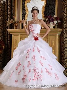 White A-Line / Princess Strapless Floor-length Organza Appliques Quinceanera Dress
