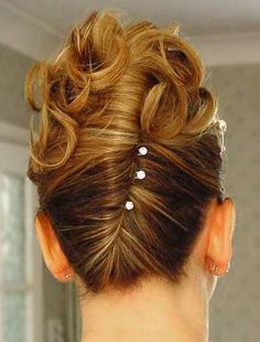 French twist hairstyle : A hairstyle wherein the hair is twisted behind the head into a sort of bun style. (Patricia Andriani FD1A1)