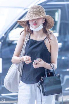 Kpop Fashion, Korean Fashion, Airport Fashion, South Korean Girls, Korean Girl Groups, Kpop Mode, Cute Asian Girls, Korean Actresses, Airport Style