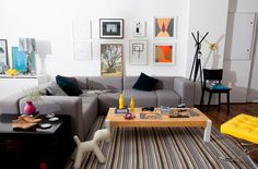 Sofá Modus Cinza e Mesa de Centro Block. Gostou? Saiba mais em www.oppa.com.br Oppa Design, Couch, Living Room, Interior Design, Decorating Ideas, Inspiration, Furniture, Grey, Home Decor