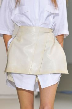 Yang Li at Paris Fashion Week Spring 2014 - Details Runway Photos Fashion Week, Paris Fashion, Street Fashion, Runway Fashion, High Fashion, Fashion Looks, Fashion Outfits, Womens Fashion, Fashion Trends