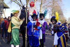 Sinterklaas een Fries paard en een heraut in Drachtstercompagnie (dorp in Friesland)