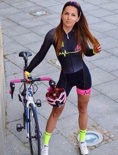 girls and bikes. BicicrossMujeres AtletasUniformes De CiclismoChica ... df66e6d805ba8