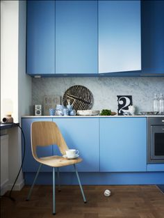 10 Fascinating Painted Kitchen Cabinets: 10 Fascinating Painted Kitchen Cabinets With Blue Kitchen Island And Wooden Chair And Modern Storage Design Blue Cabinets, New Kitchen Cabinets, Kitchen Cabinet Colors, Painting Kitchen Cabinets, Kitchen Colors, Kitchen Ideas, Blue Kitchen Island, Kitchen Remodel Cost, Apartment Kitchen