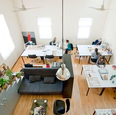 Really like this smaller footprint, but plenty of room for people to work. Really like this smaller footprint, but plenty of room for people to work. Bureau Open Space, Open Space Office, Creative Office Space, Office Space Design, Workspace Design, Office Workspace, Small Office, Front Office, Interior Design Photos
