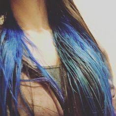 WEBSTA @ sara_yamada1983 - 青い髪が出来上がりましたー🐳いつもの色がなかったので、今日はブルームーン🌙揺るぎなく青い髪を続けてるけど、いつも生え際のブリーチはメンドくさいと思っている。#ヘアカラー#ヘアカラーチェンジ  #青い髪 #染め直し #髪の毛 #マニックパニック #haircolor #bluehair #manicpanic #bluemoon Long Hair Styles, Spring, Beauty, Instagram, Beleza, Long Hair Hairdos, Cosmetology, Long Hairstyles, Long Hair Cuts