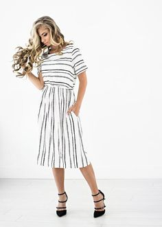 for 10 % off! This crisp spring dress is going to help you blossom into the new season with grace and style. Modest Dresses, Modest Outfits, Skirt Outfits, Modest Fashion, Pretty Dresses, Dress Skirt, Casual Dresses, Cool Outfits, Dress Up