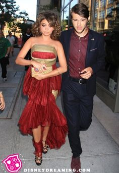 Sarah Hyland and Matt Prokop are practically married! <<<<WHAT!!!!!!!!! Theyre the 2 from Geek Charming!!!!! WOW!