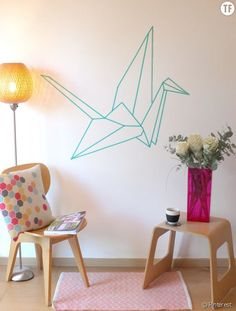 Reproduire la forme d'un oiseau origami en washi tape sur le mur /DIY make a wall decor in masking tape with a projector Masking Tape Wall, Tape Wall Art, Home Wall Decor, Diy Home Decor, Diy Casa, Home And Deco, Wall Design, Wall Beds, Bedroom Wall