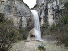 De waterval van Rochecolombe is één van de mooiste van de Ardèche. Temidden van de ruige natuur kun je tot bij de waterval zelf komen voor prachtige foto's.