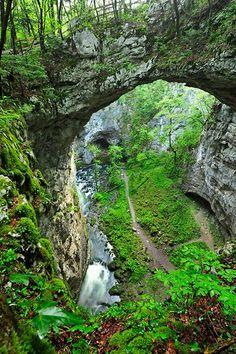 Rakov Škocjan, The little natural bridge