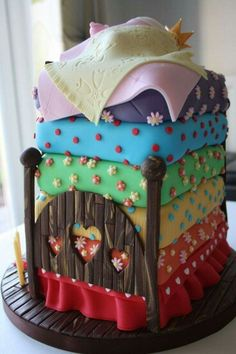 """""""This is the princess and the pea fairy tale cake I made for my daughter& - Torten Rezepte Crazy Cakes, Fancy Cakes, Gorgeous Cakes, Pretty Cakes, Cute Cakes, Amazing Cakes, Unique Cakes, Creative Cakes, Fondant Cakes"""