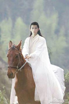Sha Qian Mo looking beautiful while riding a horse.
