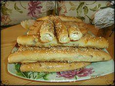 ΤΥΡΟΚΡΙΤΣΙΝΙΑ Hot Dog Buns, Hot Dogs, Greek Appetizers, Bread Art, Cheese Biscuits, Greek Recipes, Pie Dish, Food Styling, Cake Recipes