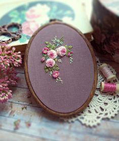 Hand Embroidery, Embroidery Designs, Embroidered Roses, Brazilian Embroidery, Landscape Drawings, Sewing Art, Brooches Handmade, Rococo, Fiber Art